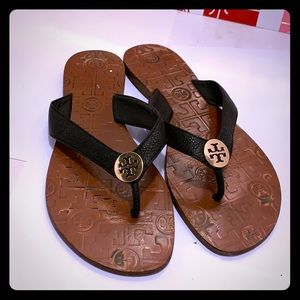 GentlyUsed Tory Burch Slipper/Sandals. Size: 8